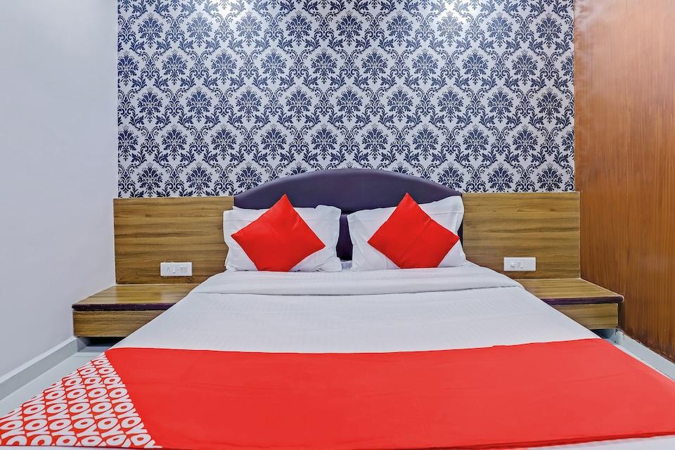 OYO 76357 Hotel Shiv Inn