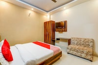 OYO 76381 Hotel Paradise