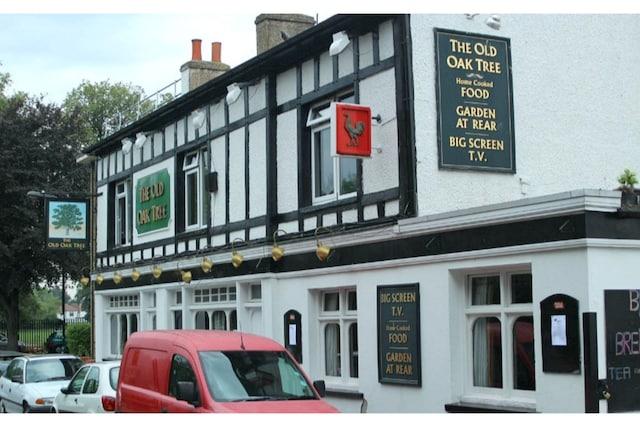 OYO Old Oak Tree Inn