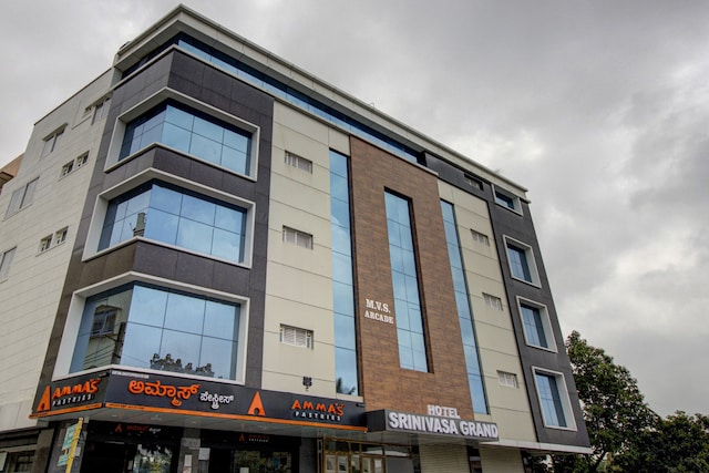 OYO Townhouse 76427 Hotel Srinivasa Grand