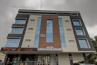 Capital O 76427 Hotel Srinivasa Grand