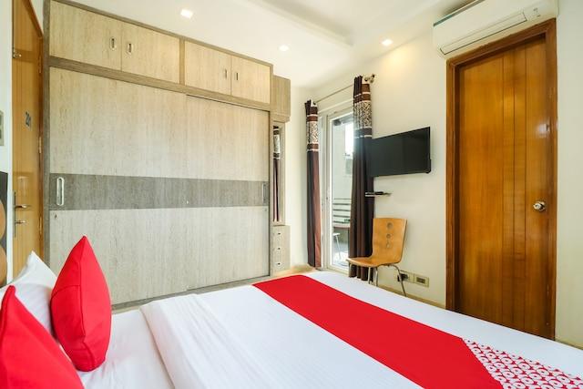 OYO 76436 Hotel Floyd