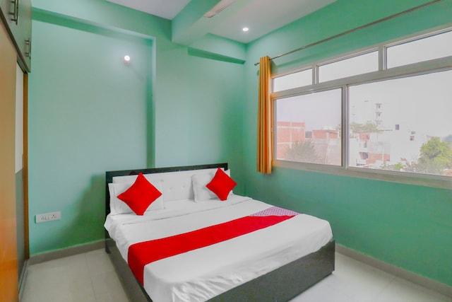 OYO 76456 Hotel Noida Hub 2