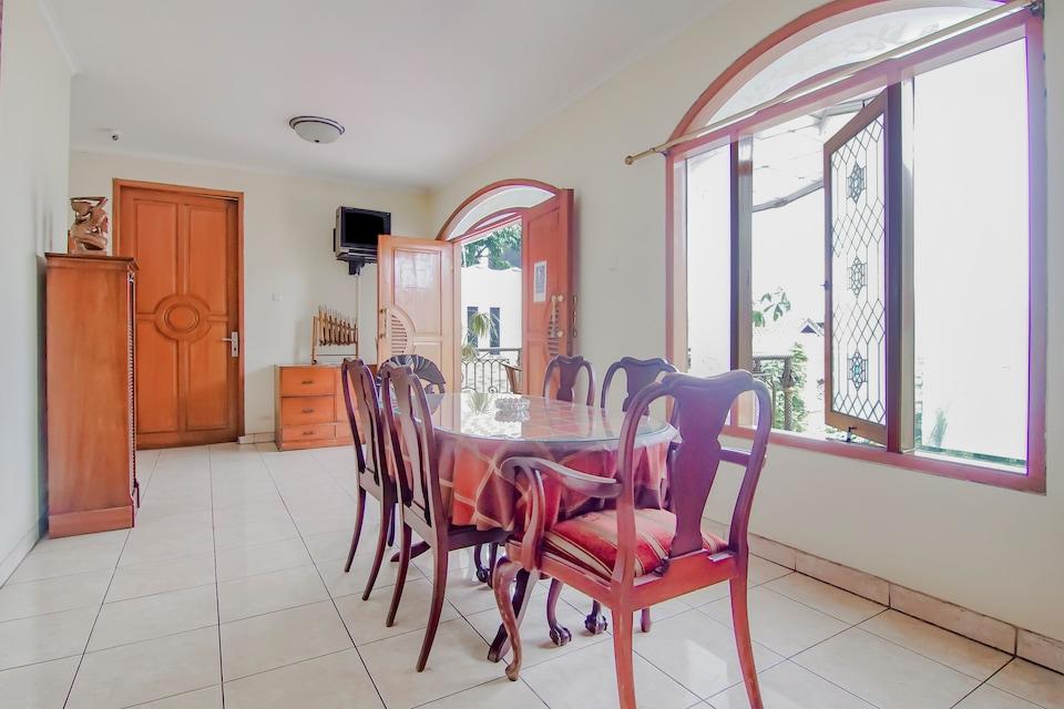OYO 90094 Gayatri Residence