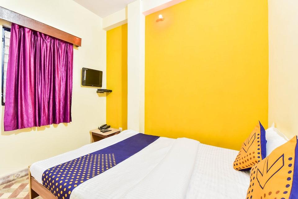 SPOT ON 76494 Hotel Radhe