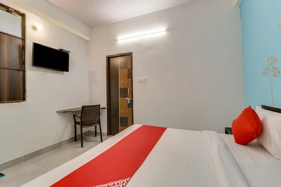 OYO 76504 Hotel Royal Palace