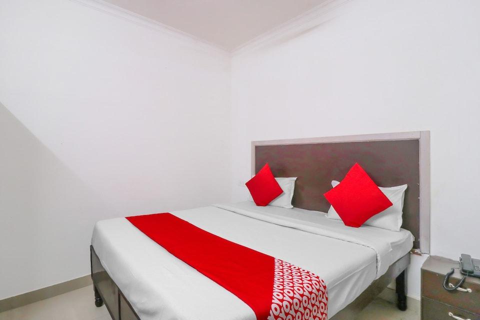 OYO 76541 Krishna Yash Guest House , Noida Expressway SEZ, Noida