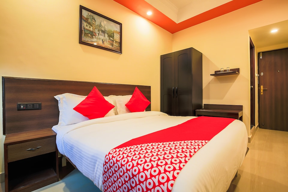 OYO Flagship 76609 Shiv Hotel Sector 33 Begampur, Rohini  Delhi, Delhi