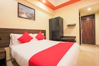 OYO Flagship 76609 Shiv Hotel Sector 33 Begampur