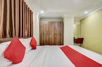 OYO 76612 Royal Inn & Suites