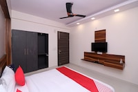 Collection O 76623 Pushpanjali Residency