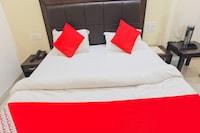 OYO 76661 Hotel Raj
