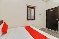 OYO 76798 Saroj Guest House