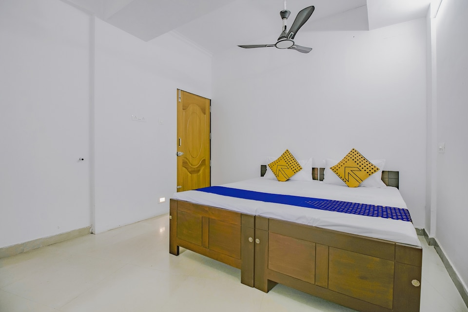 SPOT ON 76899 Chaliyam Residency