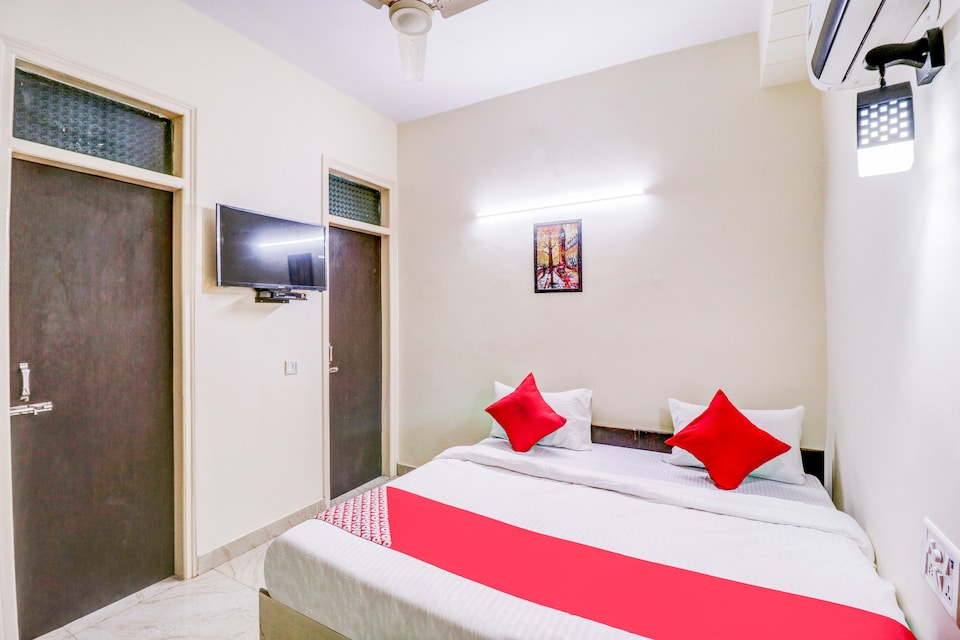 OYO Flagship 76903 RS Hotels