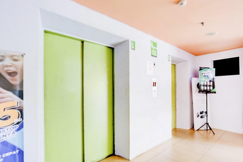 OYO 90122 Adaru Property @gading Icon Apartment