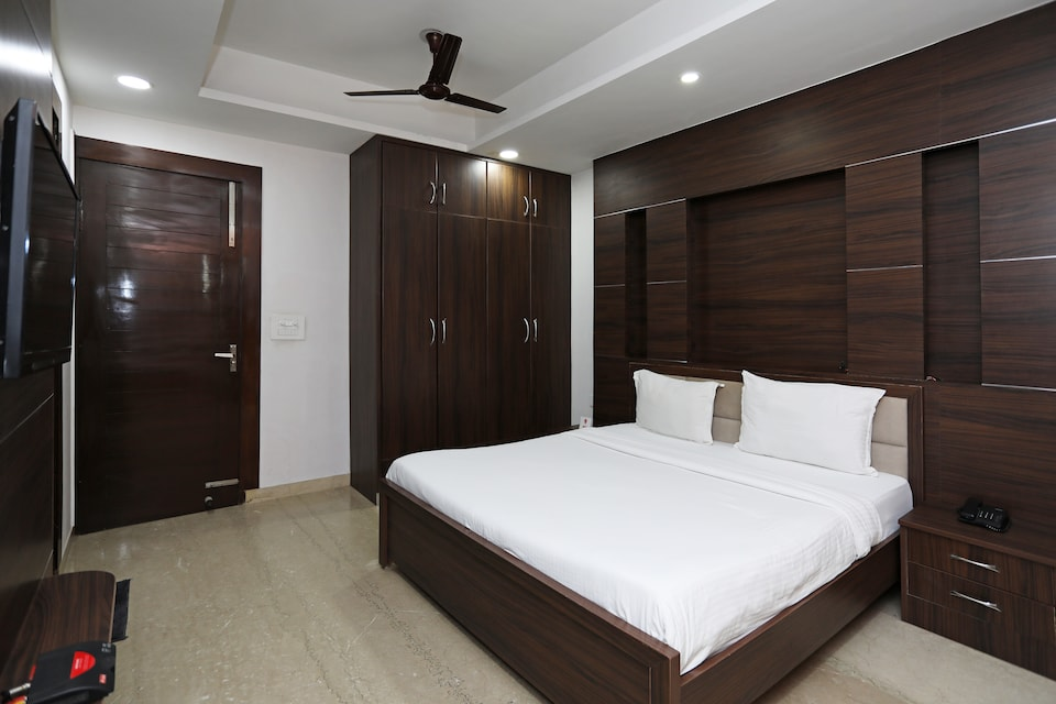 SPOT ON 76940 Sri Annapoorneshwari Residency Boarding & Lodging