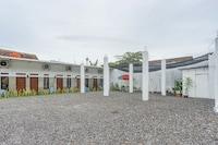 OYO 90124 Oemah Ratu Hostel Syariah