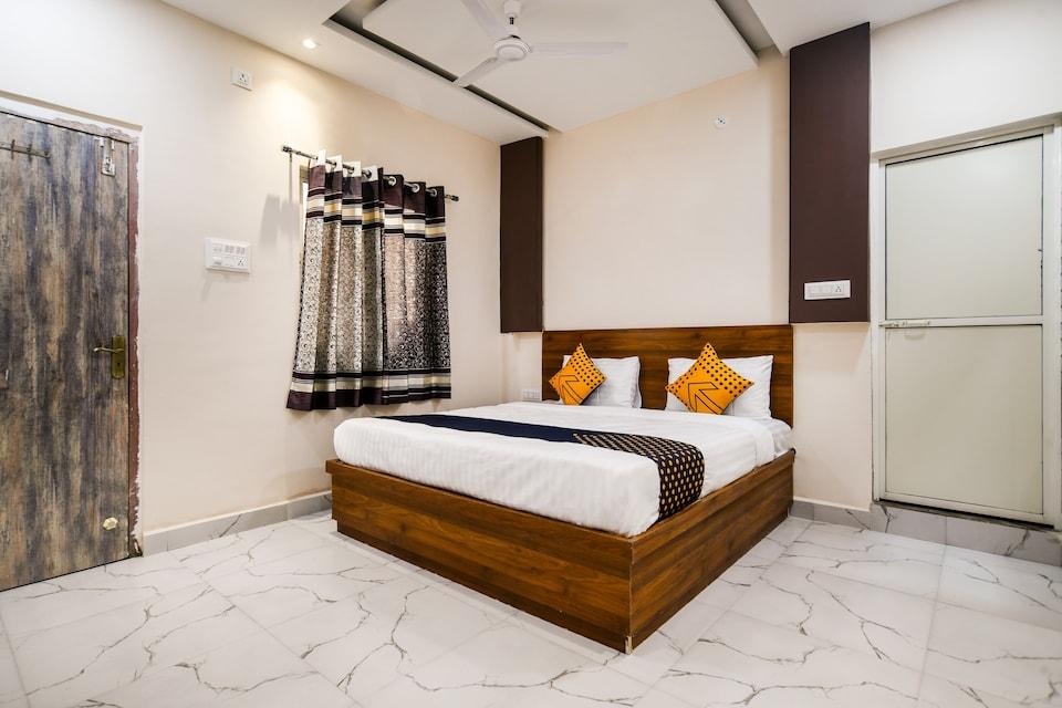 SPOT ON 76943 Hotel Radhika