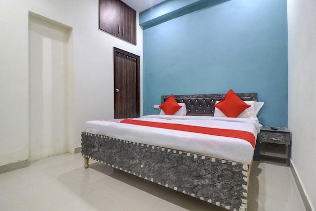 OYO NOD1139 Hotel Surendra Residency