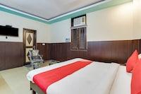 OYO Flagship 77036 Golden Divine Inn