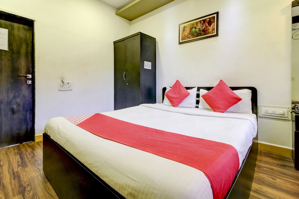 OYO MBL207 Hotel Second Home