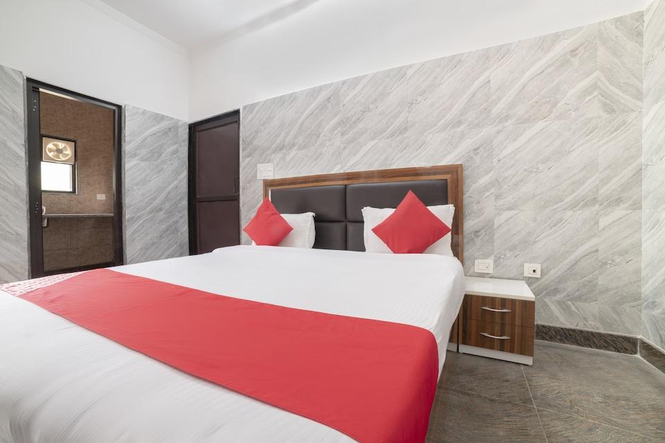 OYO Flagship 77050 Hotel Amar Leela