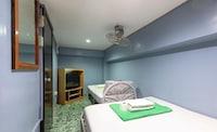 OYO 722 Slouch Hat Inn
