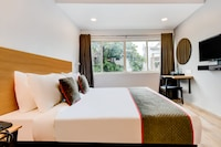 OYO Townhouse 77134 Century Hotel