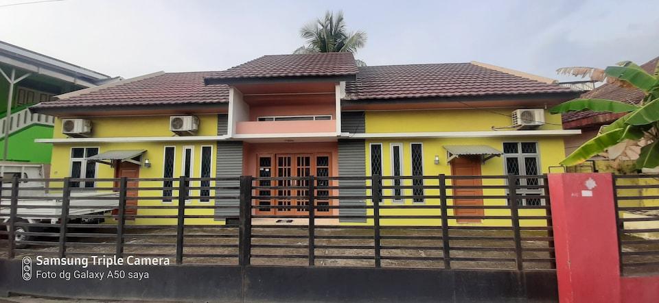 OYO 90145 Furqon Guest House Syariah