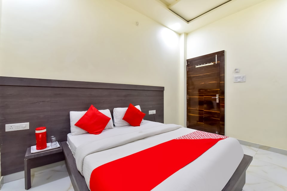 OYO 77153 Hotel Pink Orchid