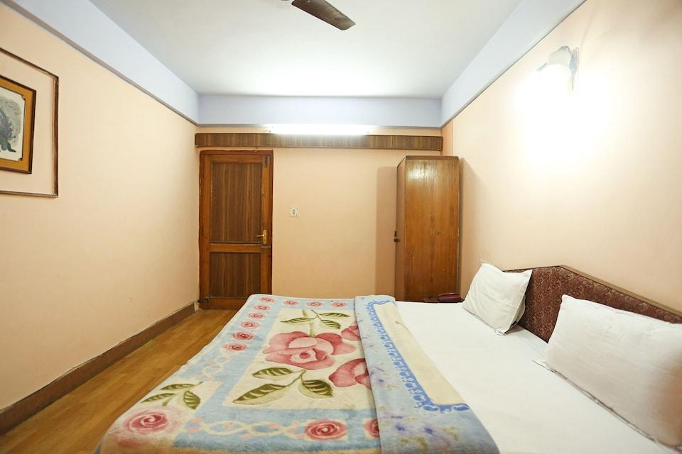 OYO 6487 Hotel Radha Continental