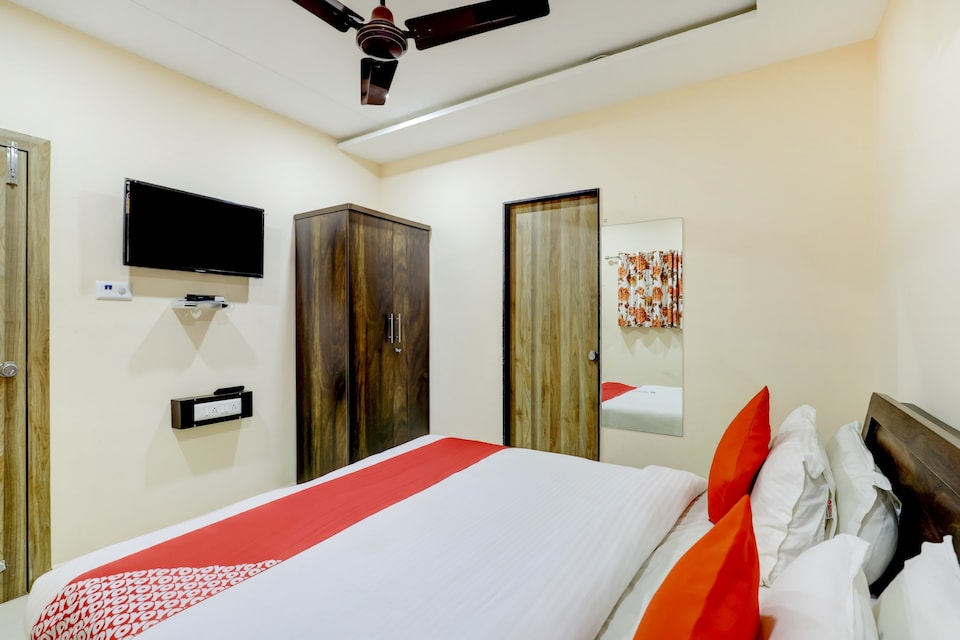 OYO RJT103 Hotel Blue Leaf, Limda Chowk Rajkot, Rajkot