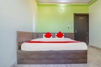 OYO 77329 Hotel Chandra Garden