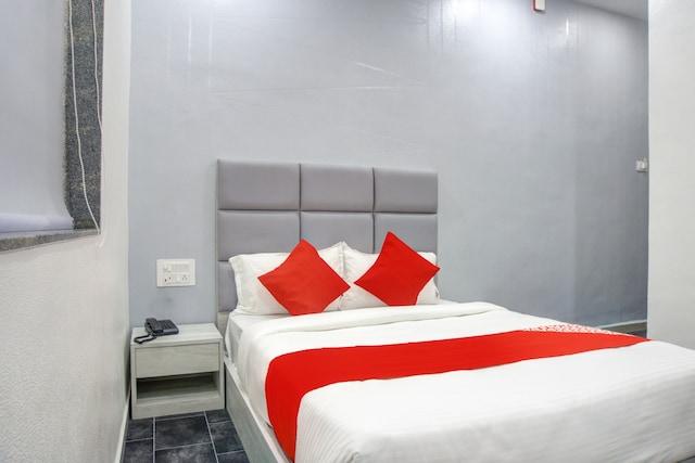 OYO 77337 Hotel Unicorn