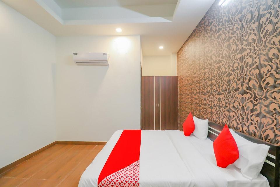 OYO FAR308 Hotel Red Crown , Faridabad, Faridabad