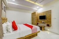 OYO 77355 Hotel Prince Inn