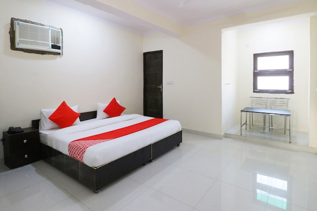 OYO DEL2900 Lal Guest House
