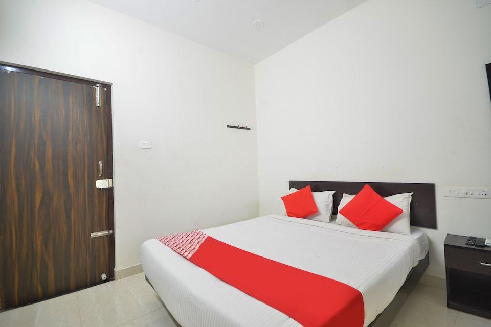 OYO 77505 Nakshatra Residency