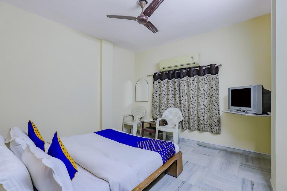 SPOT ON 77564 Hotel Shivang, Limda Chowk Rajkot, Rajkot