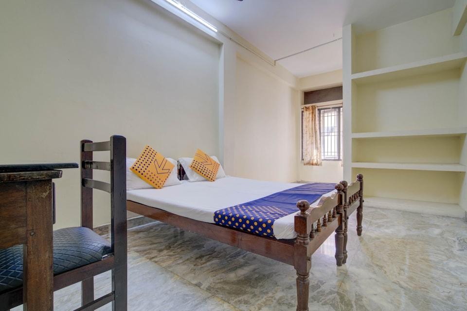 SPOT ON 77576 Thomson Inn, Thevara Kochi, Kochi