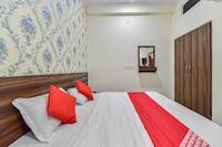 OYO 77634 Krishna Hotel