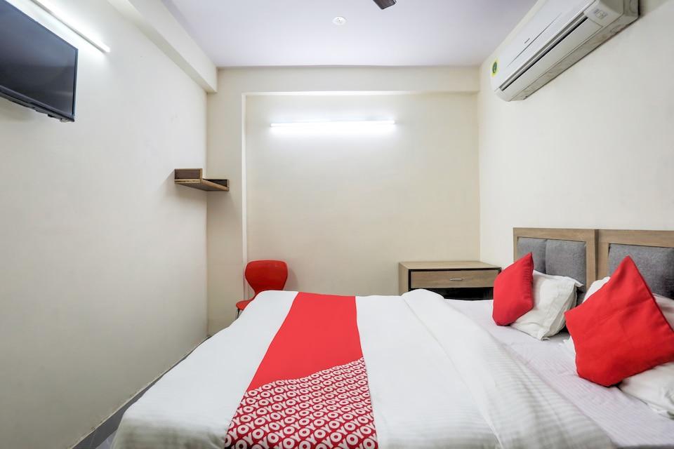 OYO Flagship 77674 Hotel White Lily