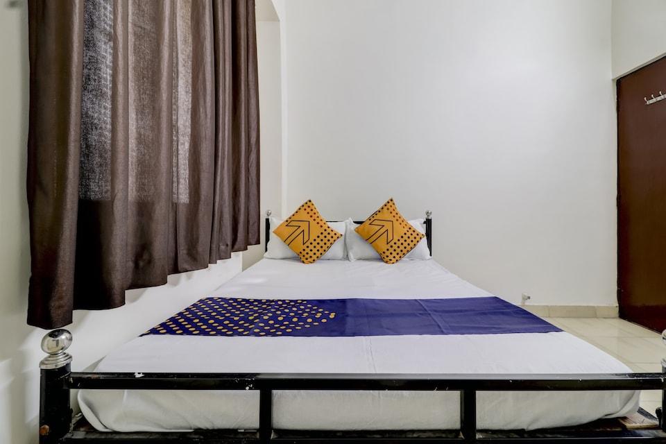SPOT ON 77742 Royal Rest Rooms