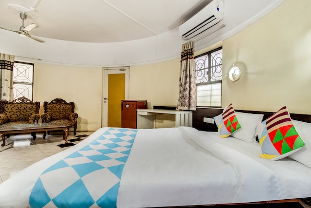 OYO Home 77750 Ac Cozy Cottages