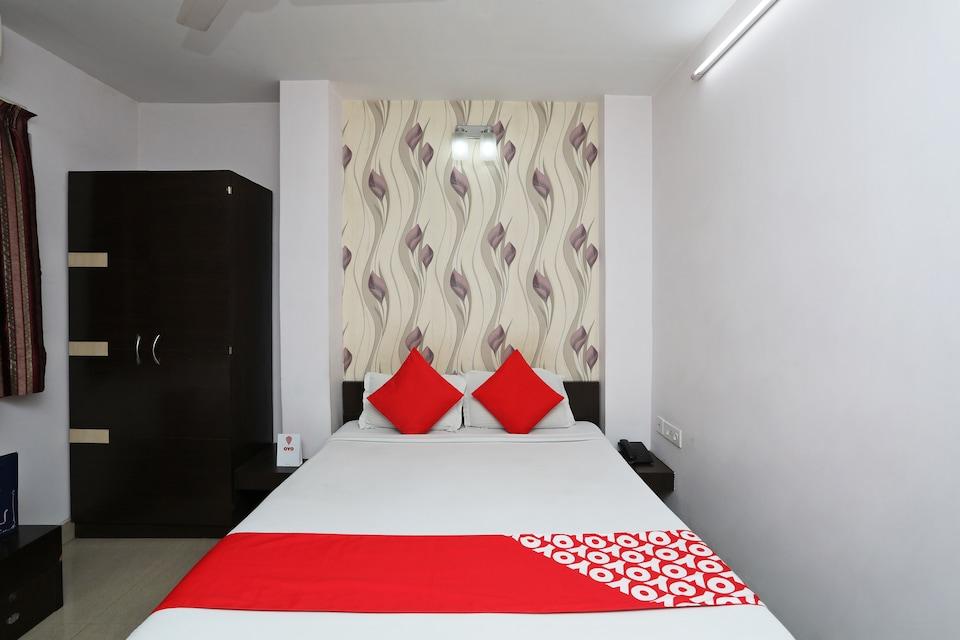 OYO 988 Hotel Metropolis Inn
