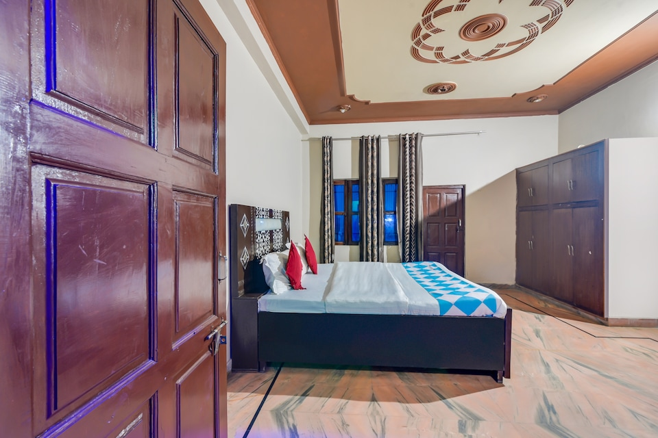 OYO 77799 Ajeet Star Guest House Homes Stays, Hodal, Hodal