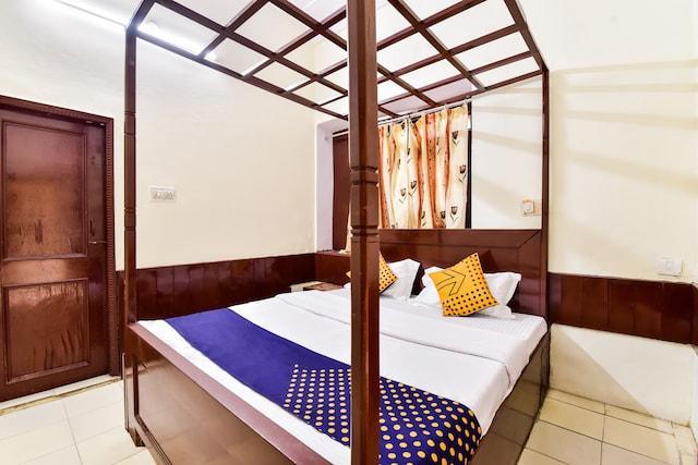 SPOT ON 77820 Hotel Shri Krishna And Restaurant