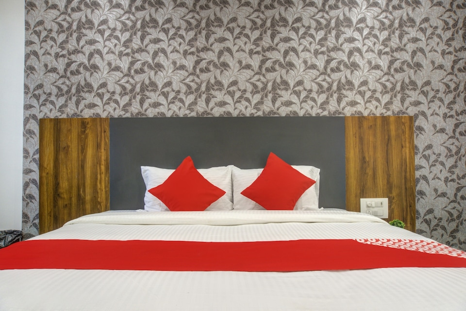 OYO 77824 The Valentine Hotel