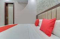 OYO 77825 Hotel Skyla